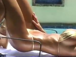 samantha brown bikini pics