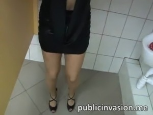 college girls on the toilet videos