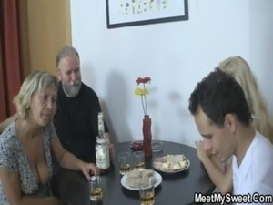 wife in threesome with husband