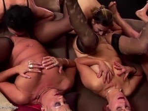chubby young babes pissing