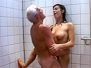 shower in pussy