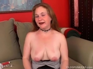 fat chicks spreading their pussy