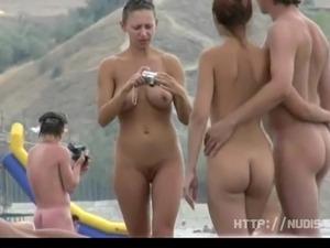 girlfriend topless beach