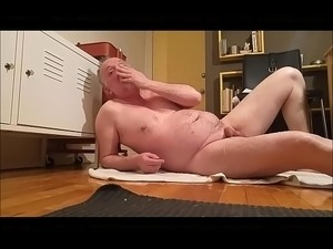 girls pussy gets pissed in