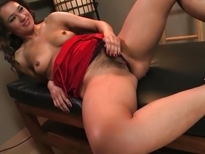 seattle girl plays with hairy pussy