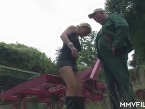messy cumshot on girls tits