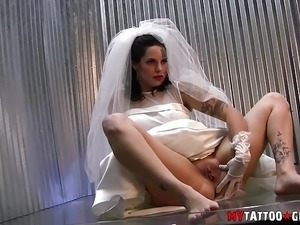 sex video post amateur bride sucks