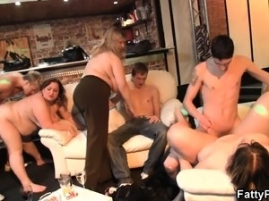 free young male masturbation party video