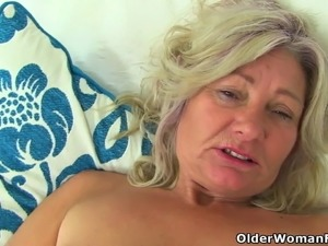 mature mom big tits picture