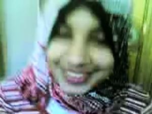 arabian girl flashing