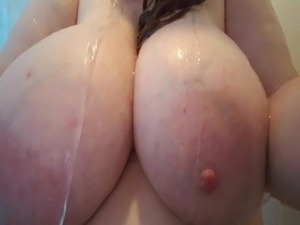 video of young girls showering